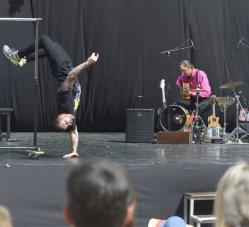 acrobatie et danse hip-hop réminiscense